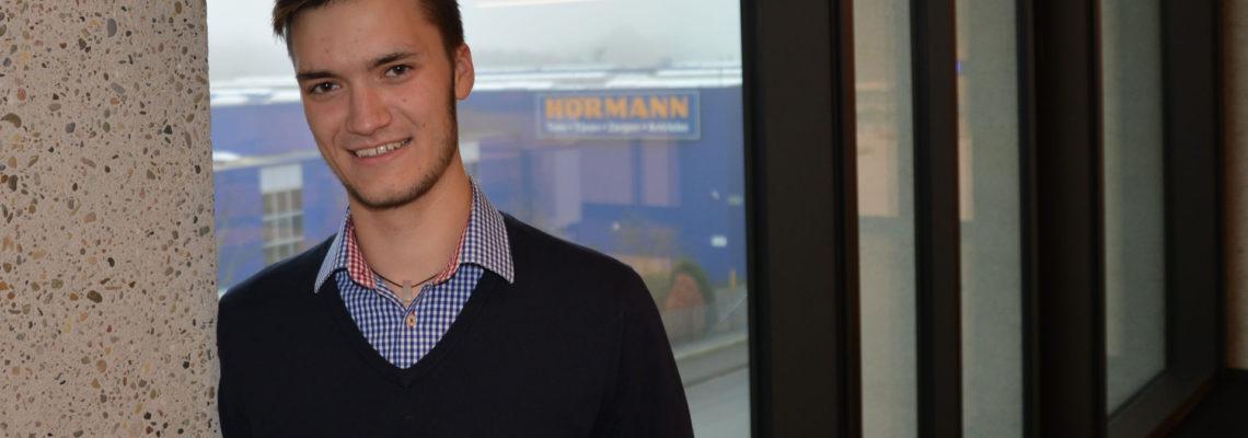 Maximilian Lohse macht eine Ausbildung zum Industriekaufmann bei der Hörmann KG